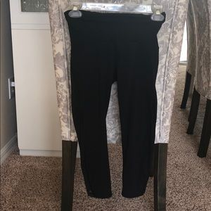 Black Lululemon cropped yoga pants size 4